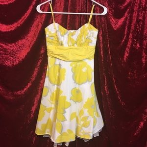 City Triangles - white / Yellow floral print dress
